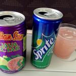 飛行機でメニューとちょっと違う飲み物を頼む