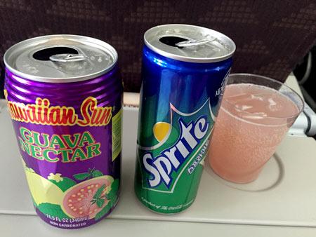 飛行機で飲み物を注文