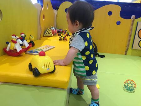赤ちゃんの遊び場