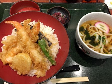 成田空港で食事